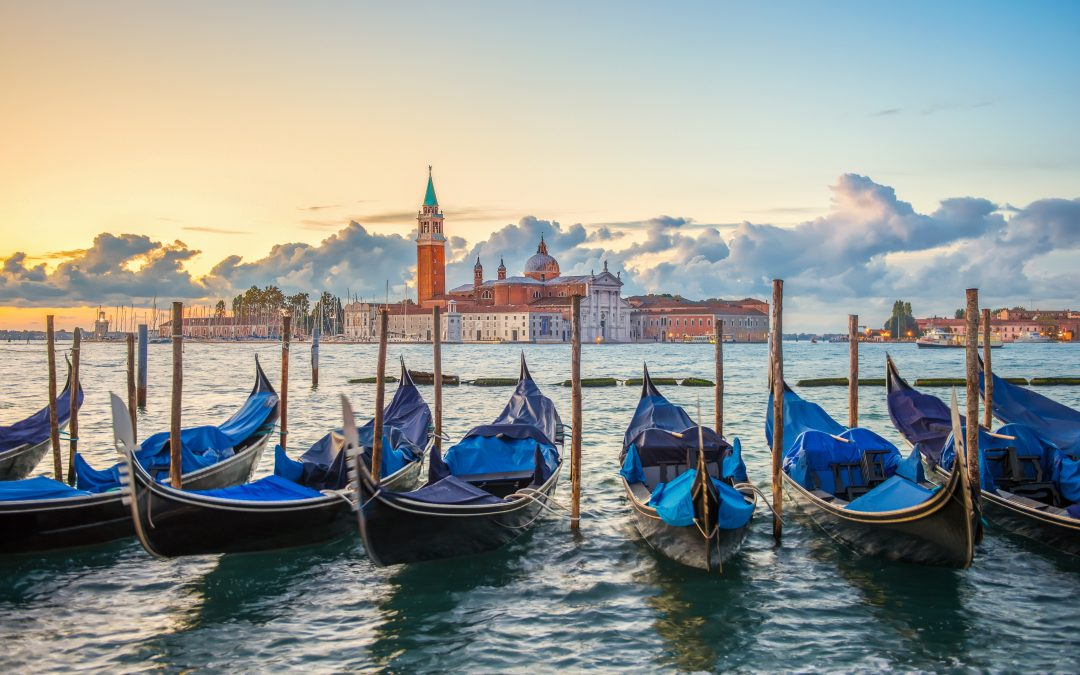 Venetian Gondola: history and curious facts about the symbol of Venice.